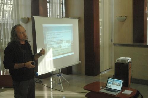 Mr Chagny présente des projets d'étudiants inscrit dans les villages.