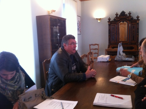 réunion entre le maire de Rouvres-en-plaines et les agents du conseil Régional